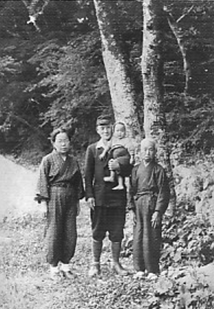 Haruhiko and new family, 1945 治彦と新しい家族、1945年